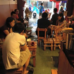 mua-gio-lut-loi-quan-cafe-van-dong