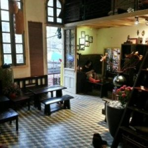 lang-nghe-tieng-chuong-nha-tho-reo-tai-quan-hanoi-house-cafe-1