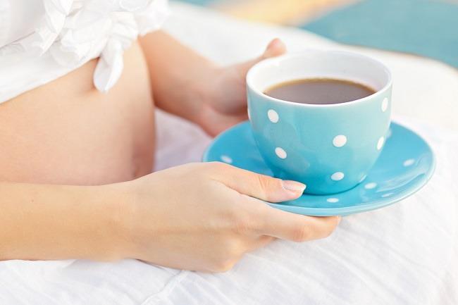 Phụ nữ mang thai không nên uống cà phê