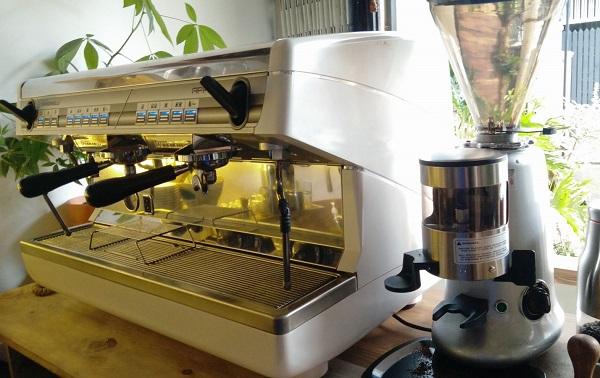 máy pha cà phê mang thương hiệu Nuova Simonelli