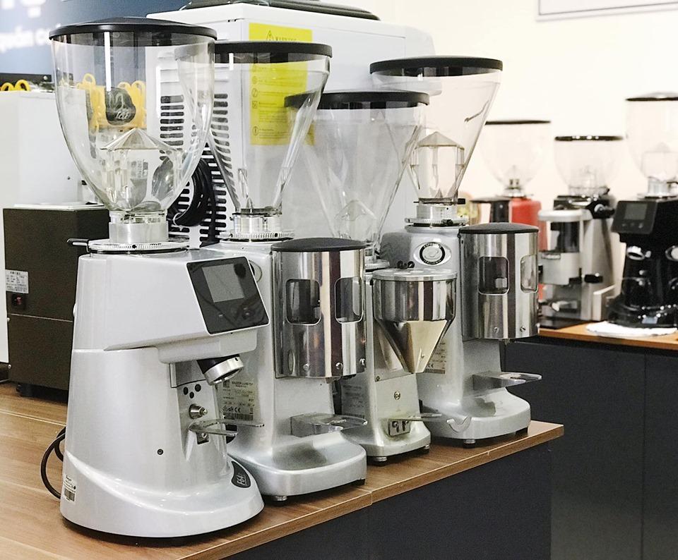 Phụ thuộc vào mô hình quán mà bạn lựa chọn máy xay cafe cho phù hợp
